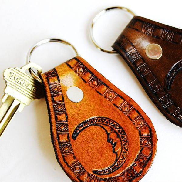 southwester-moon-leather-key-fob-the-leather-smithy_2